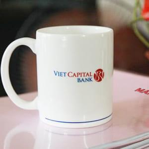 xưởng in logo lên ly sứ